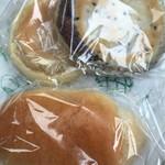 パン工房 デリシュー - 料理写真:塩パン、もちもちあんパン、もちもちいも