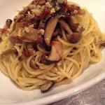 ミシマ テラス - キノコとパンチェッタの白ワインソース スパゲッティ