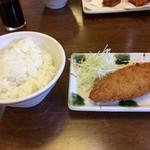 源ちゃんらーめん - 「白身フライ定食」(税抜864円)のフライとご飯