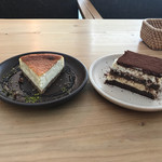 68843916 - チーズケーキとティラミス