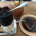 デデカフェ - コーヒーゼリーとチーズケーキとジンジャーエール