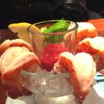 BUDDYBUDDY SENDAI EDEN - ニューオリンズでは、エビのこんな風に食べるん?冷たいエビにケチャップ。美味しいです。