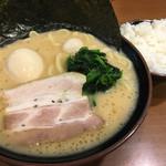 68846711 - 豚骨醤油としなやかな麺、素晴らしい〜( ◠‿◠ )