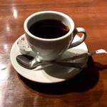 68849585 - 「ホットコーヒー」(150円税別)。食後のドリンクがこの値段ならまずまず。計算上は1000円に収まるはずだったが、外税で合計1004円となってしまったのが悔やまれる。