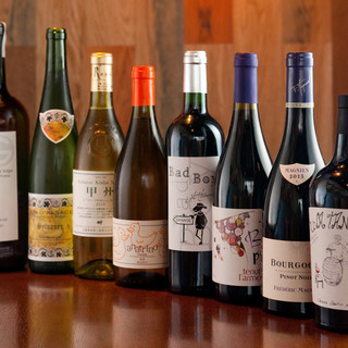グラスワインがメイン。世界各国のものを豊富にラインナップ