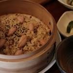蔵精 - 秋庭さんの大まり デカでかピーナッツのおこわ!玄米の餅米と古代米のさっぱり、モチっと、ピーナッツとの相性抜群!