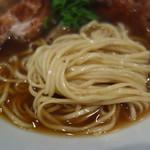 鳴龍 - 中細平打ち麺