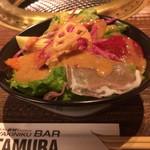 YAKINIKU BAR TAMURA - ランチサラダはアスパラやヤングコーンが入り旬を味わえます。