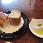 フェデリーニ - 軽く焼いたパン オリーブオイルと岩塩