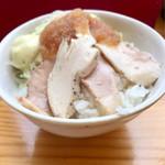 二代目 村岡屋 - 今週の週替り丼ミニ丼280円 自家製ステーキソースレアチャーシュー丼