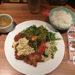 68862297 - 淡路鶏のチキン南蛮¥800、ライス食べ放題¥50