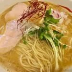 鶏SOBA 春夏冬~あきない~ - 料理写真:濃厚鶏塩ラーメン¥800 大盛り¥100