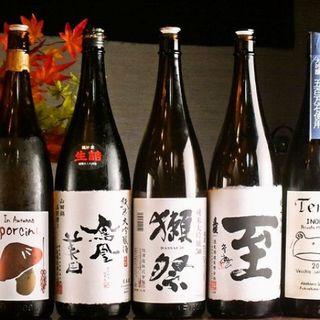 女将が全国各地から厳選した日本酒や地酒