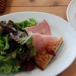 ブランチ コーヒー - サラダとパン