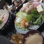 三代豊国 - コラーゲン鍋 手前のお椀がコラーゲン