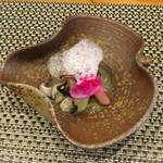 68871538 - ずいきと椎茸の辛子和え 泡は甘酸っぱいざくろのソースです
