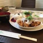 ツモリ カフェ&フラワー - 甘酢の唐揚げランチプレート