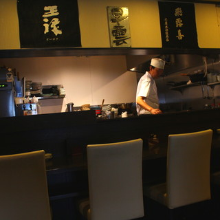 【カウンター席】料理人の卓越した技を目の前に旬の食材を使った逸品を。