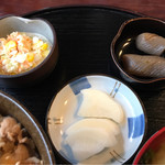 喰い処・晩酌や かぐら - 小鉢と漬物