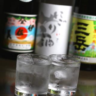 定番酒からプレミア酒まで、季節物を取り入れた日本酒が勢ぞろい