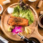 本日の鮮魚のグリルを燻製醤油と大根おろしで