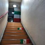トラットリア ドン ジョヴァンニ - この階段を上ります