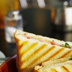 ダニーハ - ホットサンド(ベーコン・チーズ)②