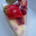 6888621 - 苺のチーズタルト(¥420)