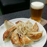 ボナペチ 餃子とクラフトビール  - キリンJPL200mlと餃子
