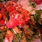 沖縄居酒屋 パラダヰス - 温玉と絡まってややマイルドな味です。