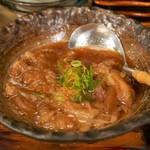 鮮魚と炉端焼き 魚丸 - 牛すじ煮込み(580円)