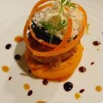 ガーデンレストラン徳川園 - カリフラワーとヘーゼルナッツのクルートを纏った帆立貝 コリアンダーの香り 碧南美人のピュレを添えて