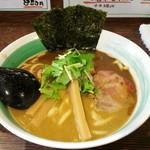 自家製麺 麺屋 利八 - らぁめん 800円