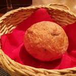 カロローゾ - 自家製のくるみパン!美味しいです!
