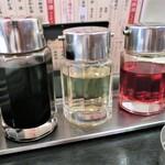 紅虎餃子房 - 卓上調味料