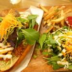 VEGAN BURG Kitchen - 大豆ミートの唐揚げドッグエスニックチリ