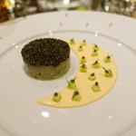 68893376 - クリスタル・キャビアと真鯛のタルタル なめらかなポテトと卵のクリーム きゅうりのマリネ トーストしたパン・ド・カンパーニュと海藻バター