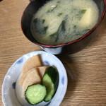 なんどき屋 - 牛めしセット(580円)の味噌汁・お新香2017年6月