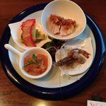 厨酒房ぱんどら - 前菜から  くじらベーコン・蒸し鶏・酔っ払い海老・くらげ和え物