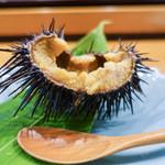 小判寿司 - 殻付きうに