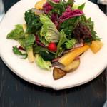68899719 - アミューズのサラダ。                       土の香りがして美味しかった。