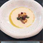 68899721 - ランチの前菜の玉ねぎのスープ。                       甘みが強くて美味しい。
