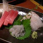 米蔵 - ランチのお刺身 鮪と白魚とヒラメでした。