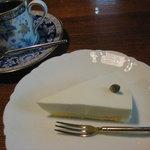 りんたろう - レアチーズケーキ450円とコーヒー550円