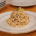 中国料理 琥珀 - 干し豆腐と黄ニラ、ホワイトセロリの和え物