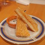 中国料理 琥珀 - 海老すり身のトースト揚げ 胡麻風味