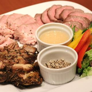 <牛×豚×鶏>世界のお肉を食べ尽くす!肉好き必見メニュー★