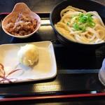 たも屋 - 料理写真:肉ぶっかけうどん(冷)大と卵の天ぷら