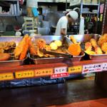 たも屋 - 朝なので天ぷらはまばらです。