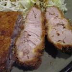 豚珍館 - トンカツ定食(断面)